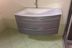 Assymetrischer Waschtisch mit Glaswaschbecken